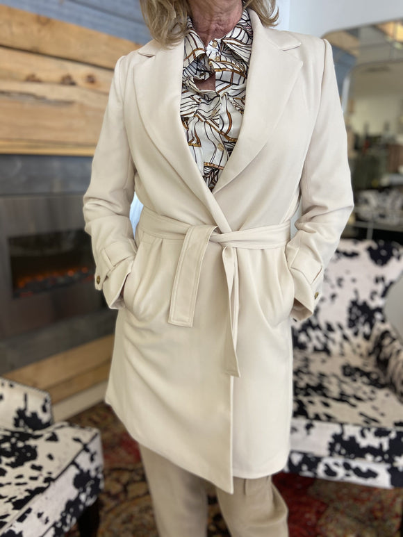 EsQualo Coat with a belt in Cream - SP2117033