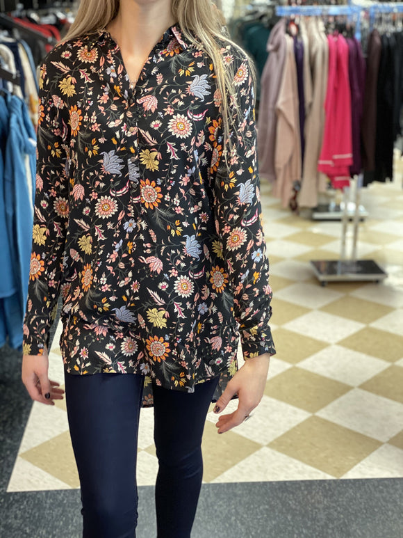 Garcia Blouse in Black with Floral Print - I90031 60