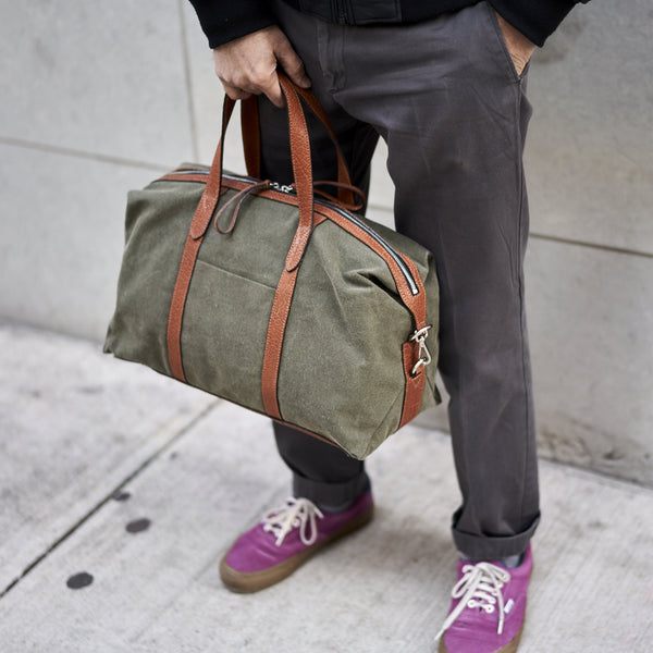tusk-9920-canvas-everyday-duffel-olive-model-01