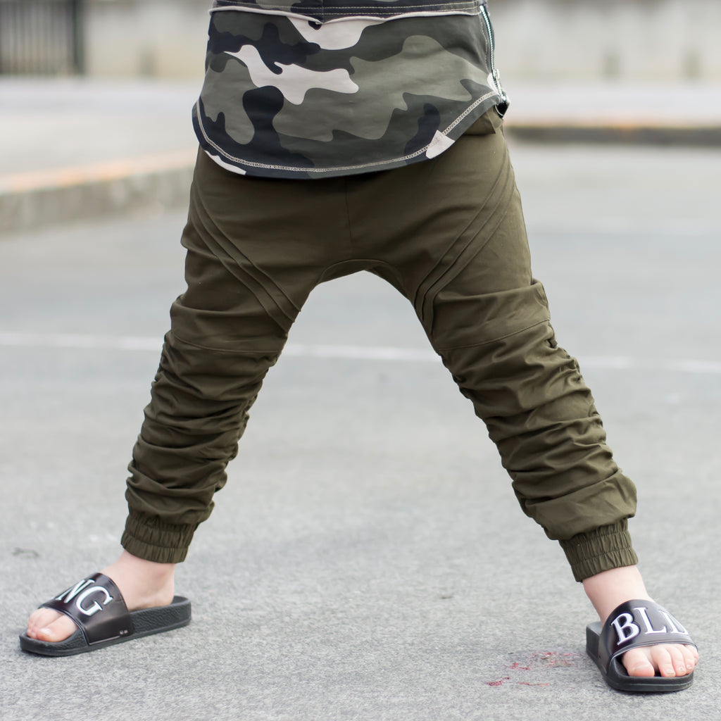 GUERRILLA CHINO (Size 10/12 left)