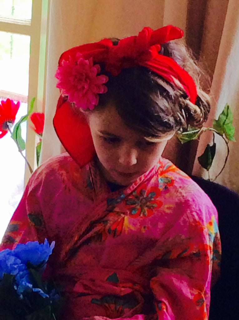 Frida: Dress up and draw