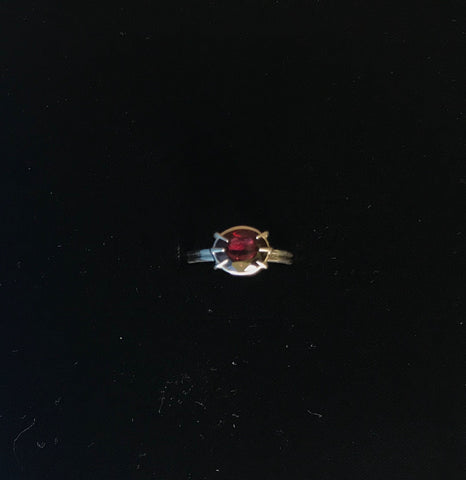 Ring with Garnet stone