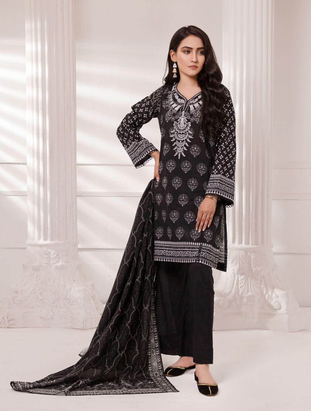 Embroidered 3 Piece KL4088