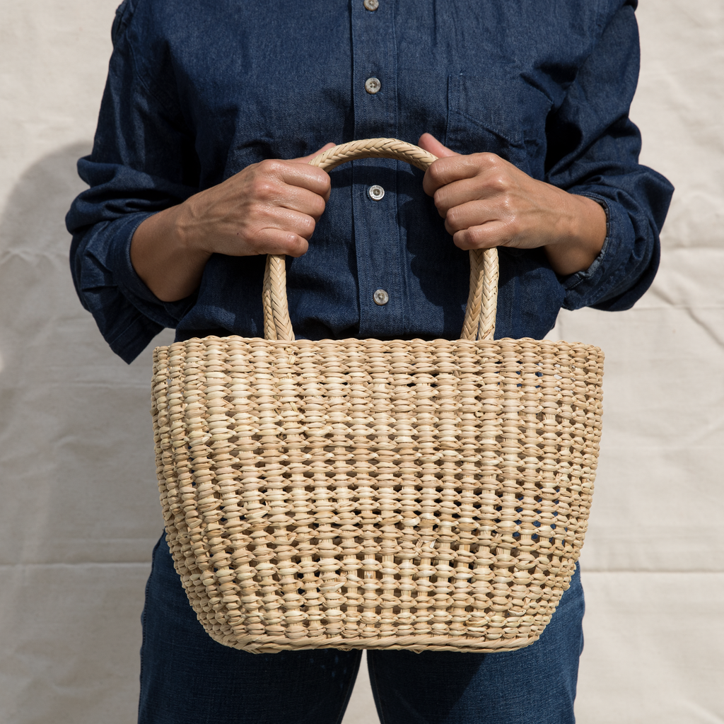 Intiearth woven straw tote basket of junco