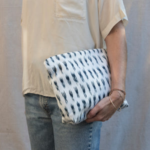 Peruvian Ikat Zipper Pouch made from Pañon-Intiearth