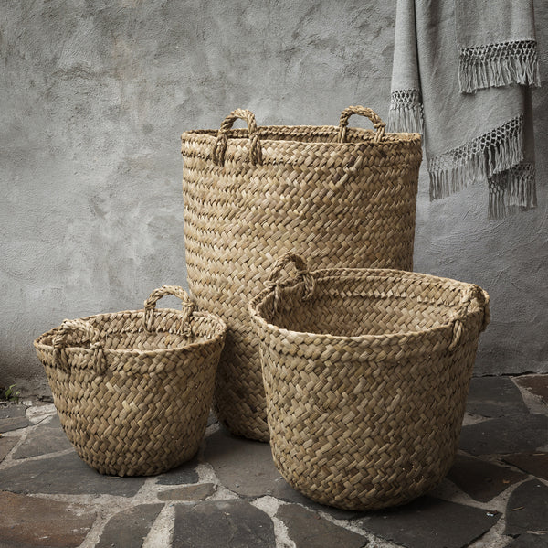 Baskets hand woven with totora reed, wicker