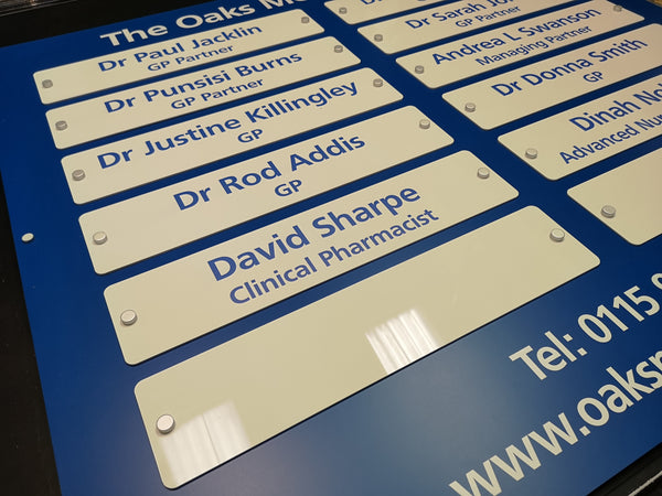 Name Board for The Oaks Medical Centre in Nottingham