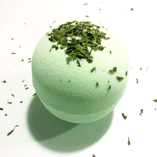 Eucalyptus/Mint Essential Oil Bath Bomb. (7oz)