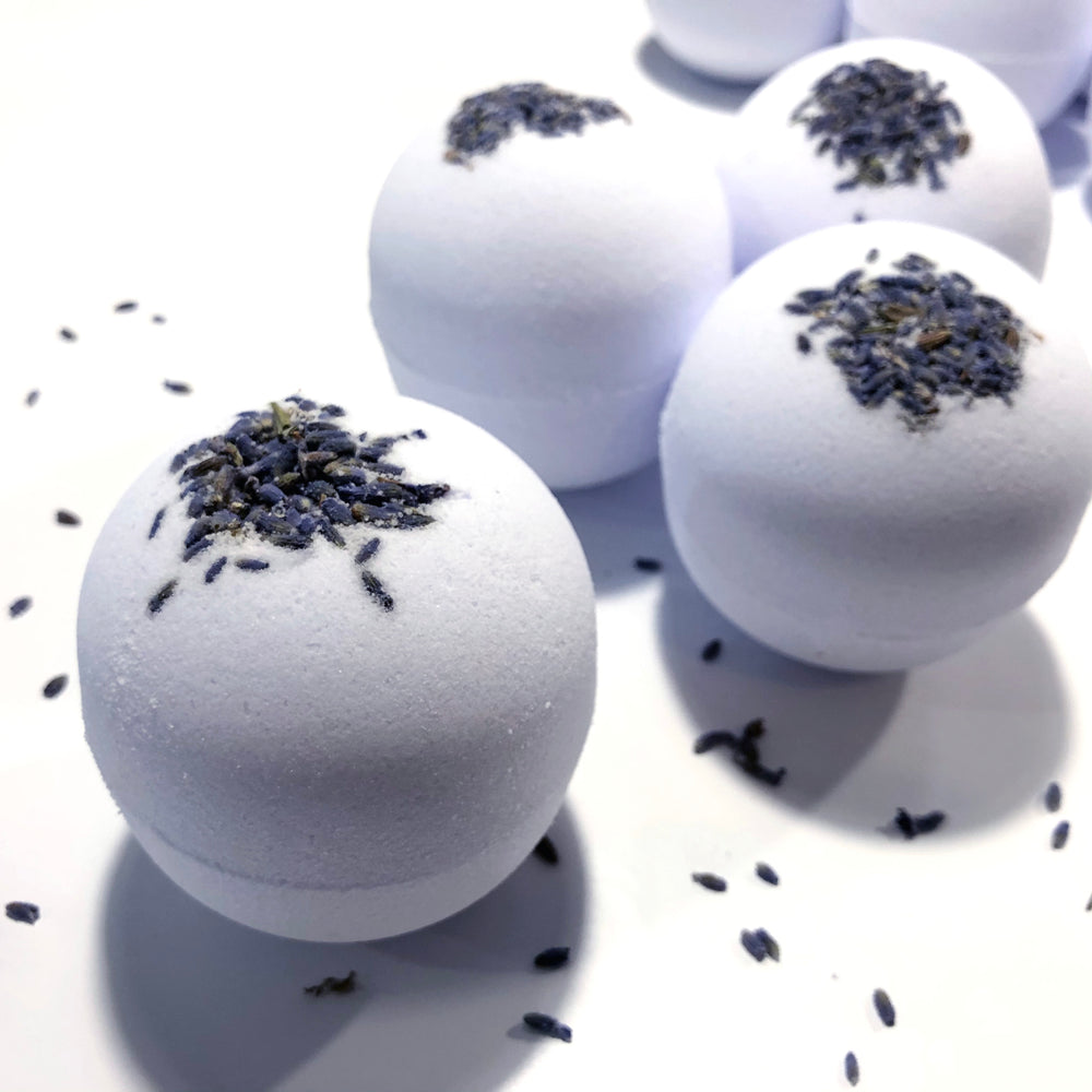 Lavender Essential Oil Bath Bomb. (7oz)