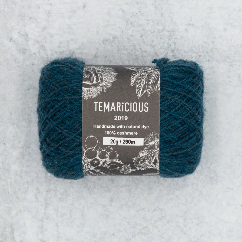 Temaricious cashmere yarn in dark blue