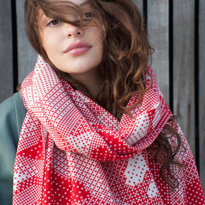 Merino wool knitted scarf with pixelated roses. Ivory and red colour.