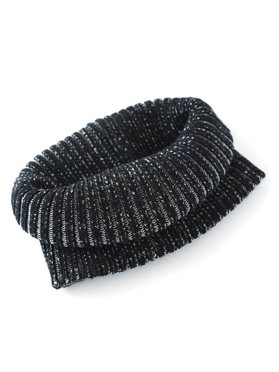 Knitted Neck warmer made in premium merino wool. Ivory and black colour.