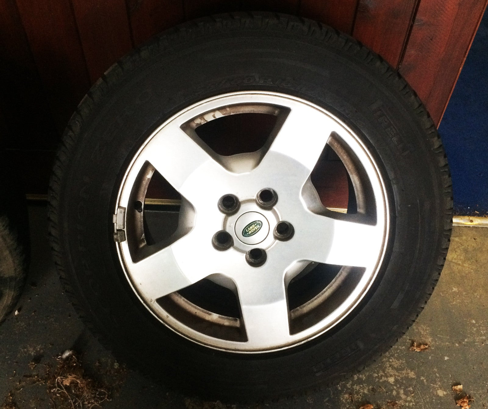 Land Rover Discovery 3 Alloy Wheel & Tyre 18 ''