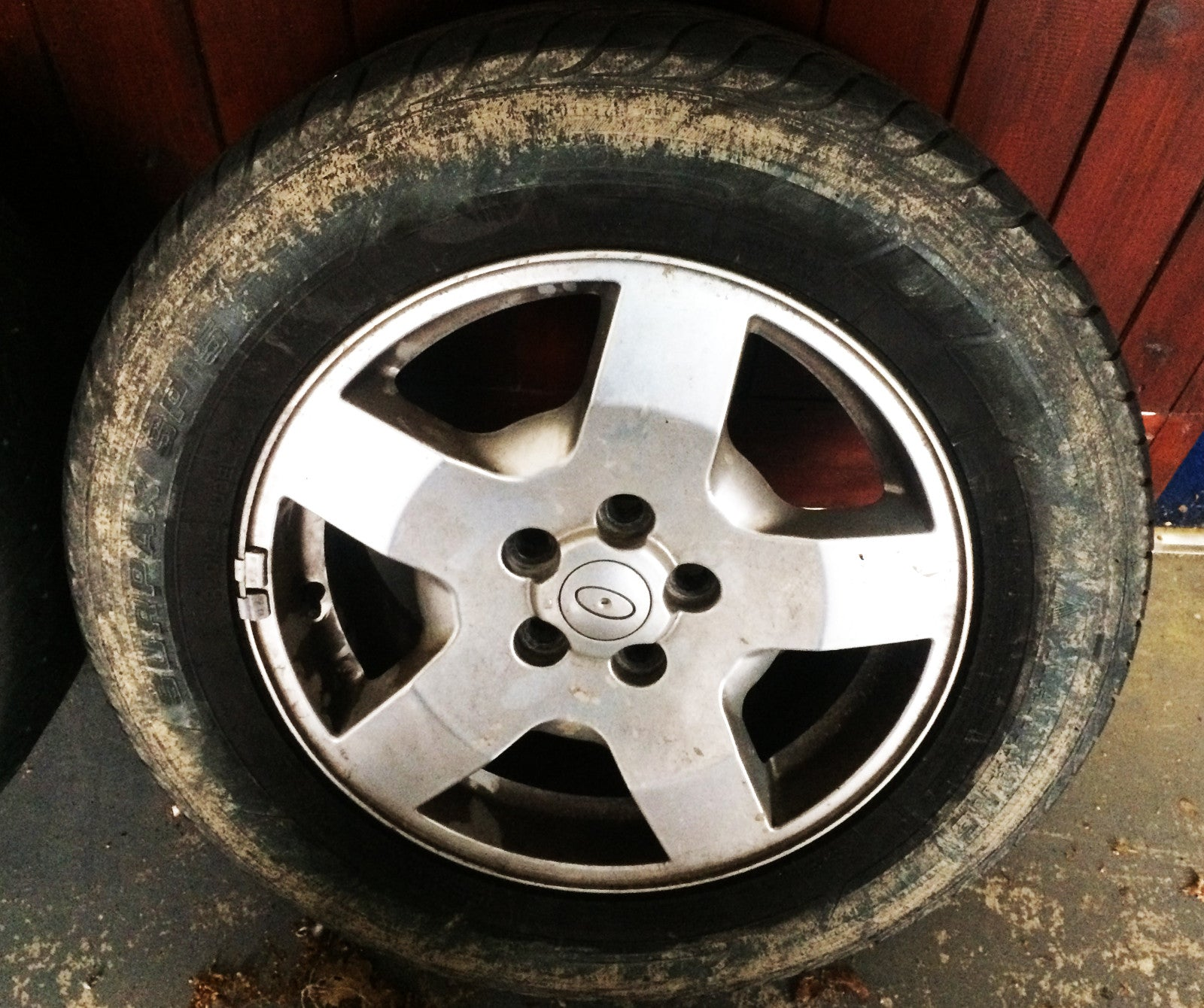 Land Rover Discovery 3 Alloy Wheel & Tyre 18'