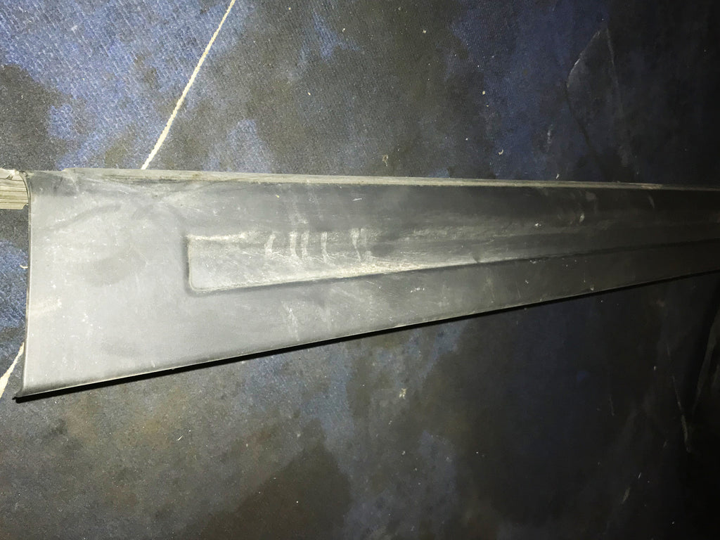 Range Rover Sport HSE Drivers Side Lower Trim Moulding