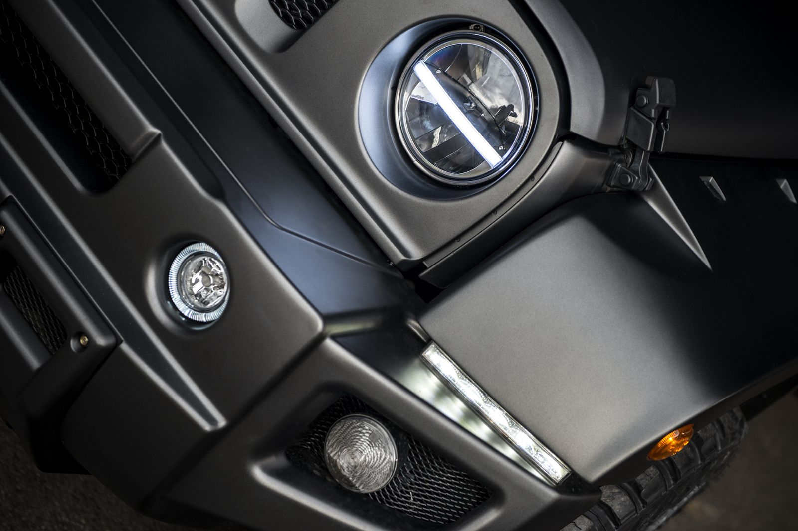 LAND ROVER DEFENDER - LED HEADLIGHTS CENTRAL DRLS