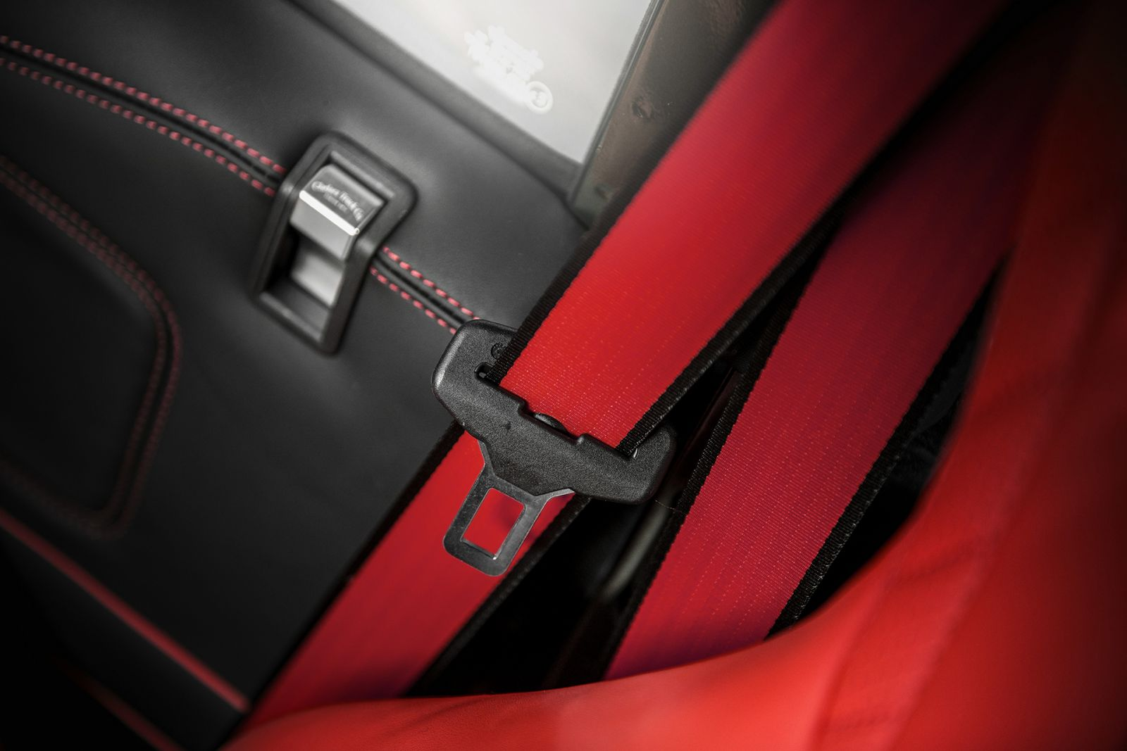 LAND ROVER DEFENDER - CTC RED LEATHER SEAT BELTS