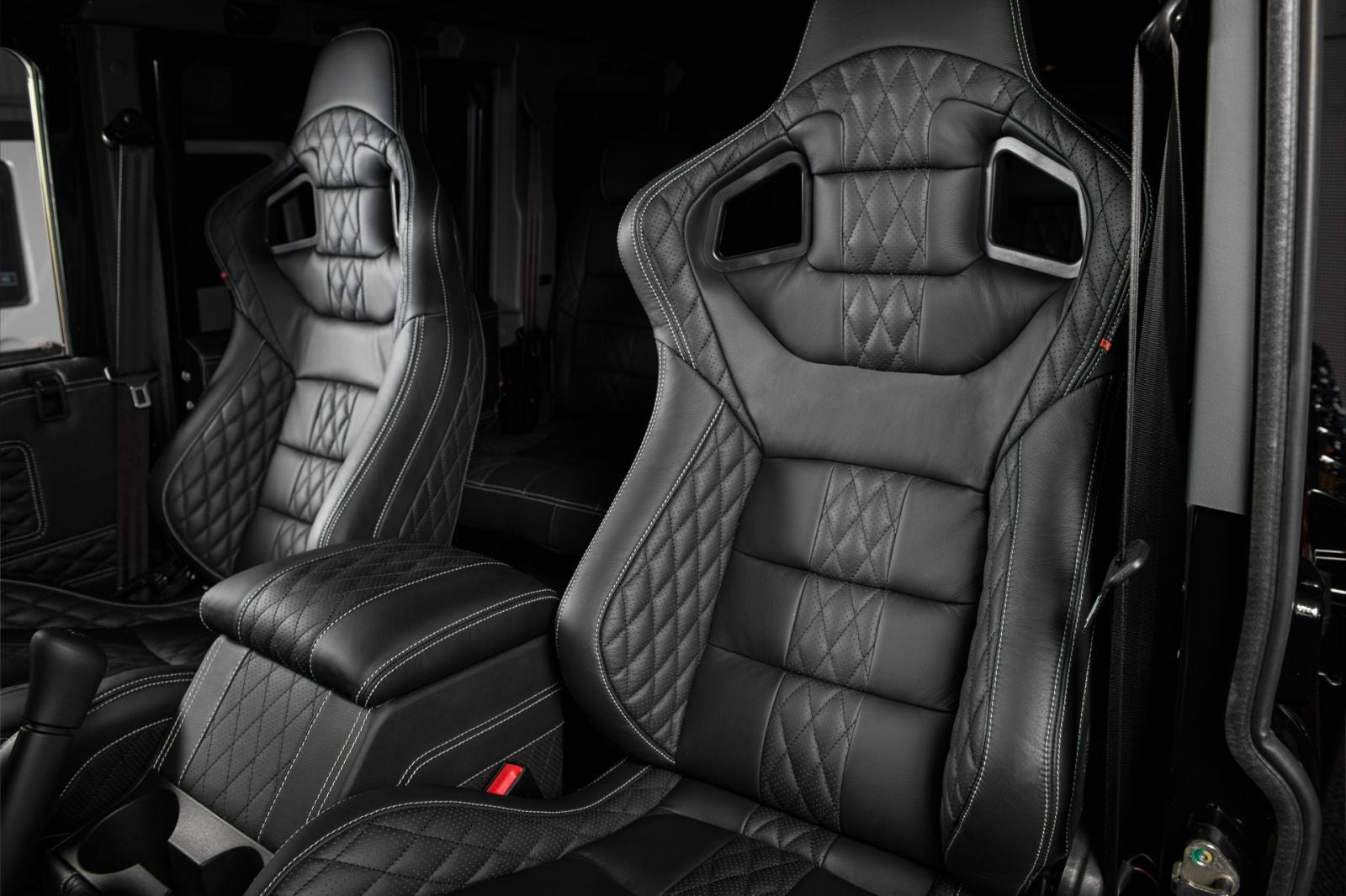 LAND ROVER DEFENDER - CTC GTB SPORT FRONT SEATS FRONT & REAR