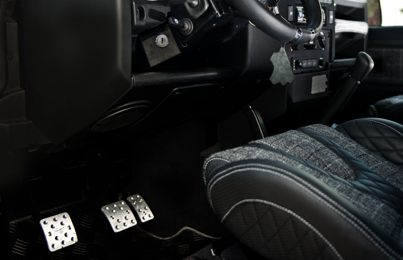 LAND ROVER DEFENDER - CTC VENTED FOOT PEDALS