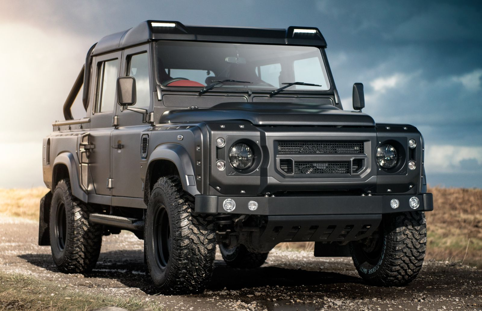 LAND ROVER DEFENDER - ROOF SHIELD WITH LED LIGHTS