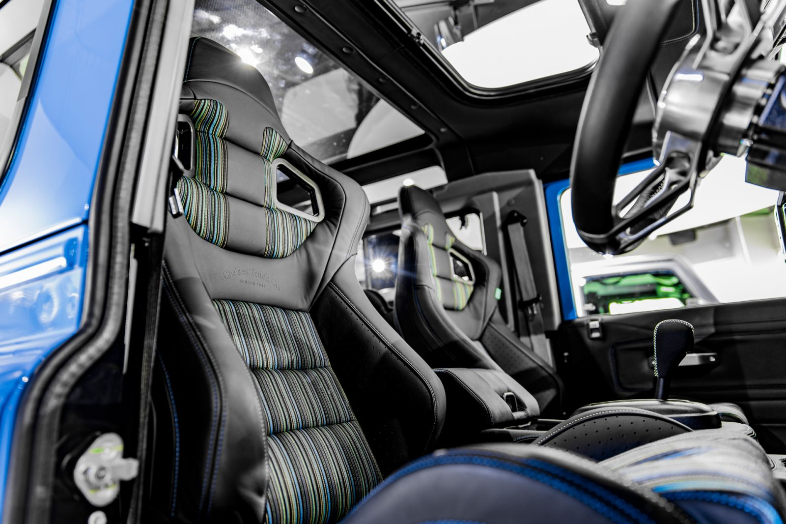 LAND ROVER DEFENDER - CTC GTB SPORTS SEATS IN LEATHER WITH HIELD BROTHERS