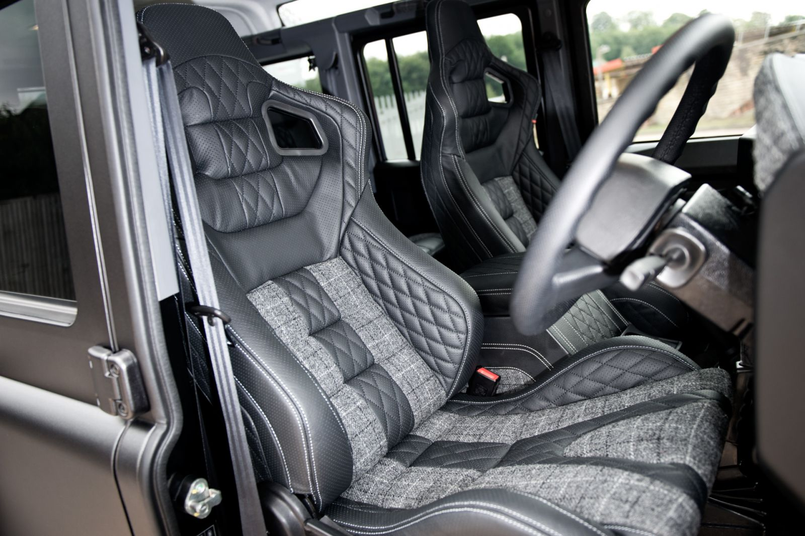 LAND ROVER DEFENDER - CTC GTB SPORTS SEATS IN QUILTED & PERFORATED LEATHER