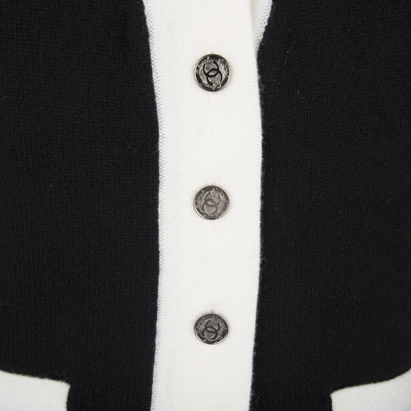 Chanel 06A Top Cashmere Black Off White Trim Great Buttons 42 / 8