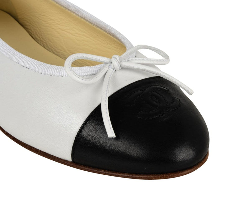Chanel Shoes Ballerina Ballet Flats White / Black 39 / 9 New - mightychic