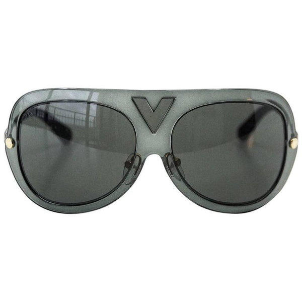 Louis Vuitton Sunglasses Gray Aviators - mightychic