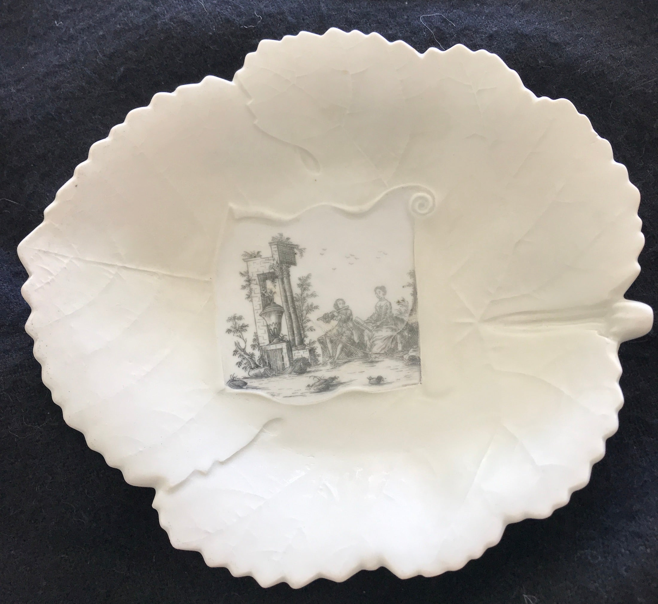 18th Century Worcester Porcelain Leaf-Shaped Dish.