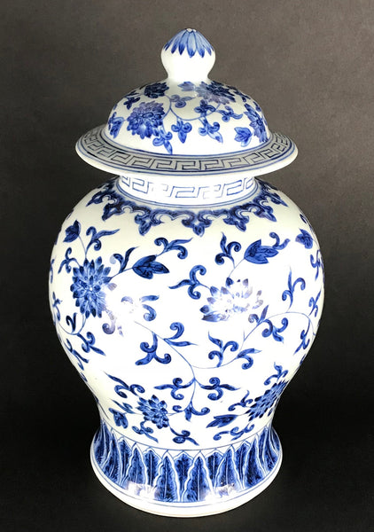 Chinese Porcelain Ginger Jar Painted Blue and White Foliate Patterns