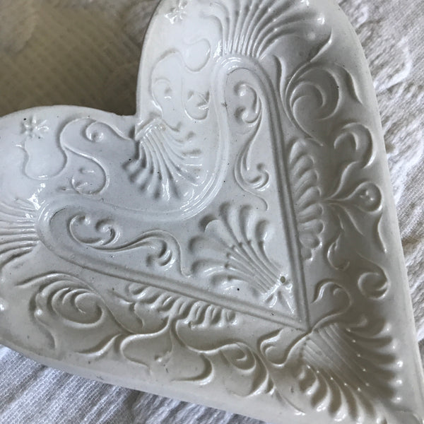 18th Century English Saltglaze Stoneware Heart Shape Pickle Dish