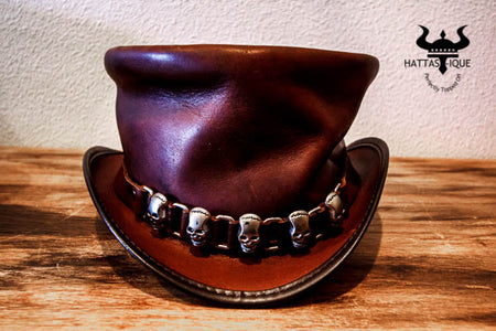 Rider Top Hat with Five Skulls Hatband
