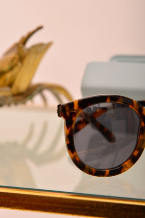 Karen Walker Tortoise Sunglasses - Mercado32