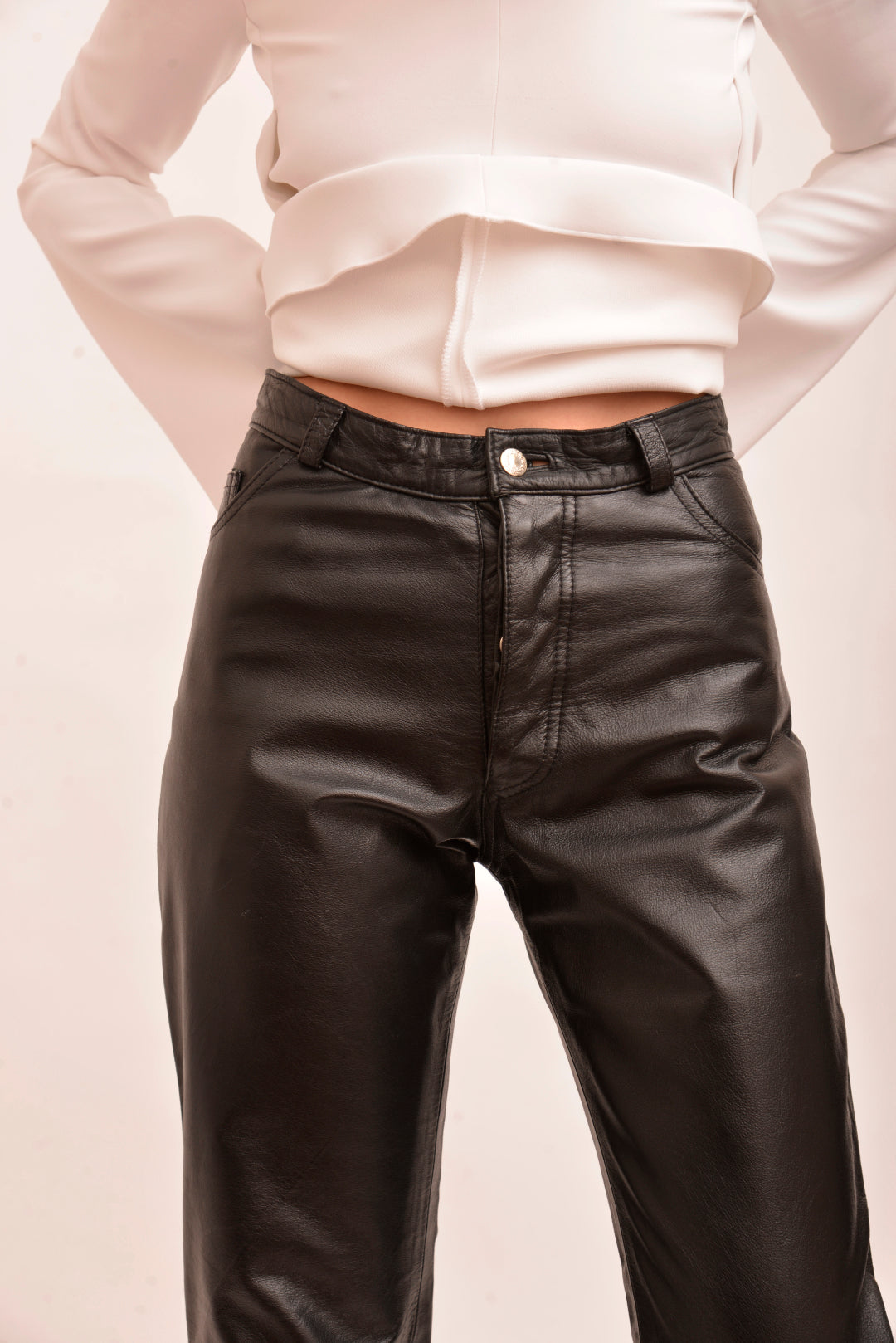 Vintage High-Waisted Leather Pants (S) - Mercado32