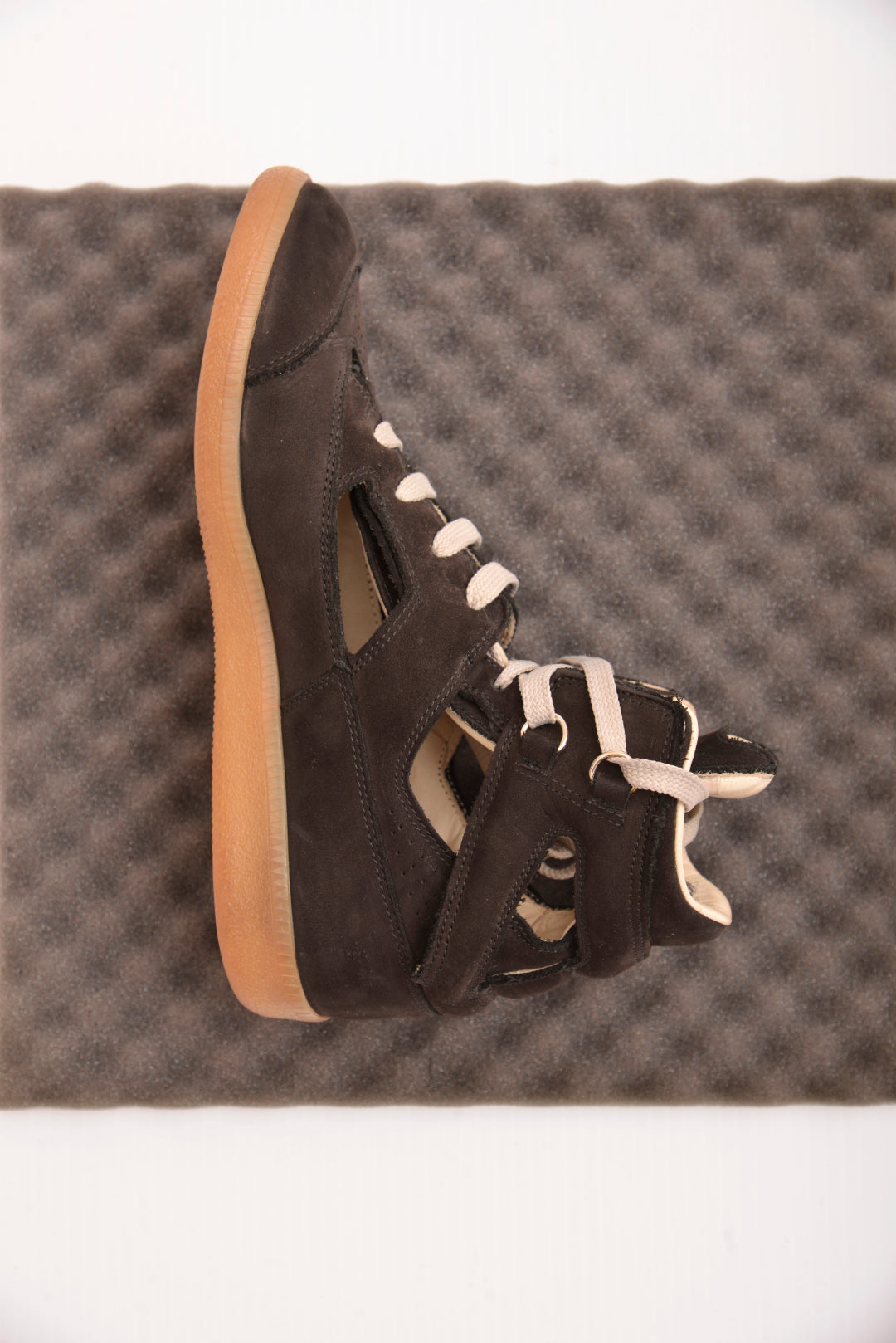 Maison Margiela Cut Out High Top Sneakers (39.5) - Mercado32