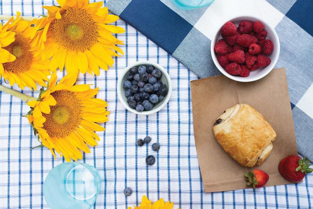 mix masters: summer (picnic) tablescaping