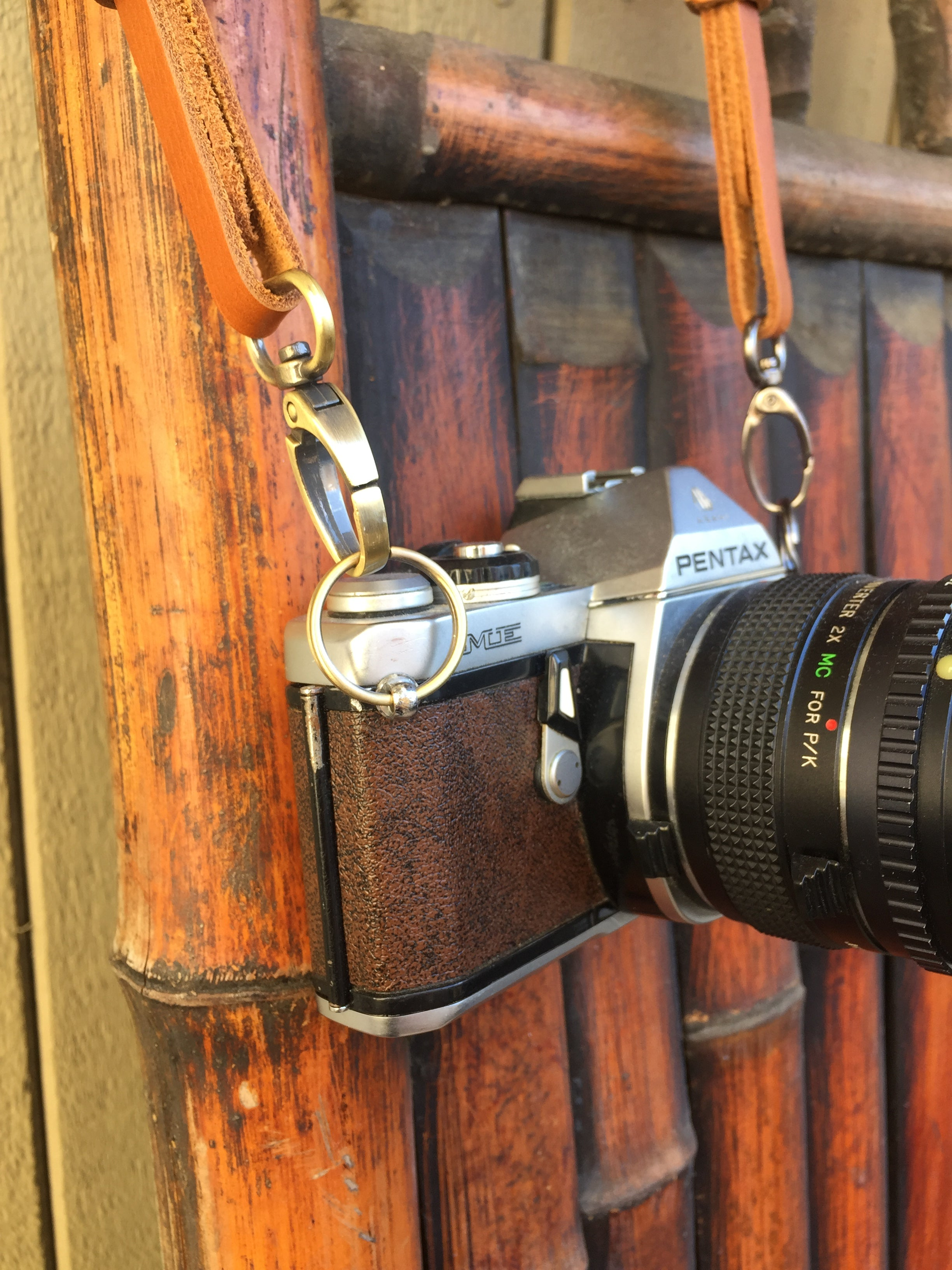 How camera strap connectors can connect a leather camera strap.