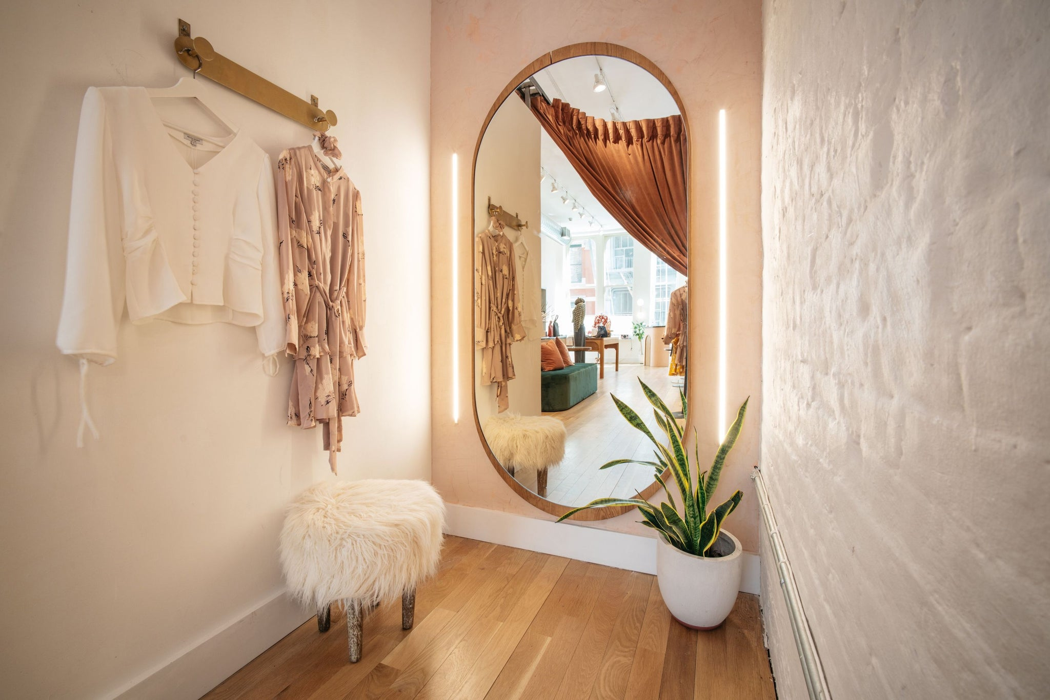 Petite Studio Flagship Store fitting room