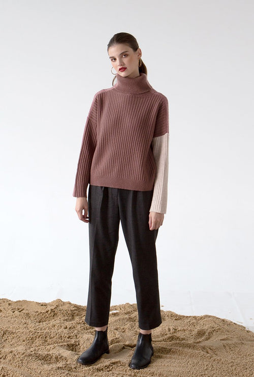 Averie Cashmere Sweater - Blush - Turtle neck cashmere pink and beige color combo oversized sweater - Petite Studio NYC