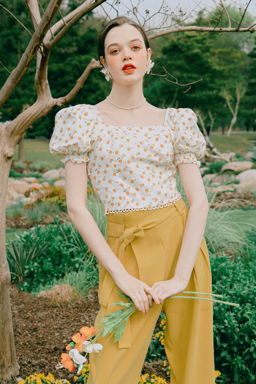 Emily Cotton Top - Daisy Print - daisy print square nect crop top with puff sleeve and ribbon closure at the back opening -Petite Studio NYC