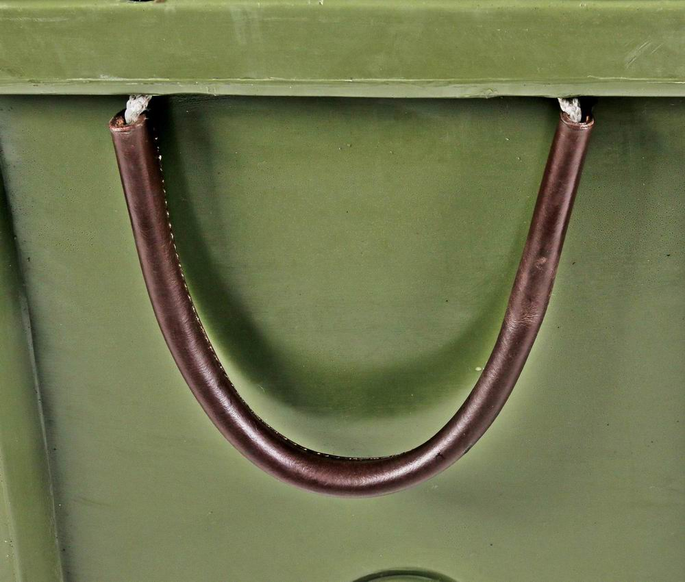 Genuine leather handles for optimal carrying comfort