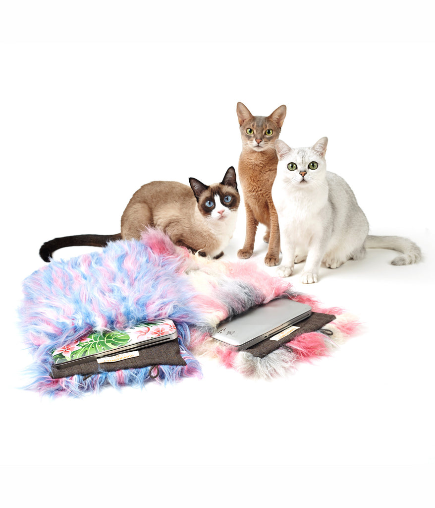 supersweet, moumi, super sweet, fur, pink, ragdoll, faux fur, monster, bag, case, laptop, notebook, computer, accessories, meow, furry, friendly, friend, pet, fun, cream, hairy, cotton candy, blue, cats, myogi, kikilala, portrait