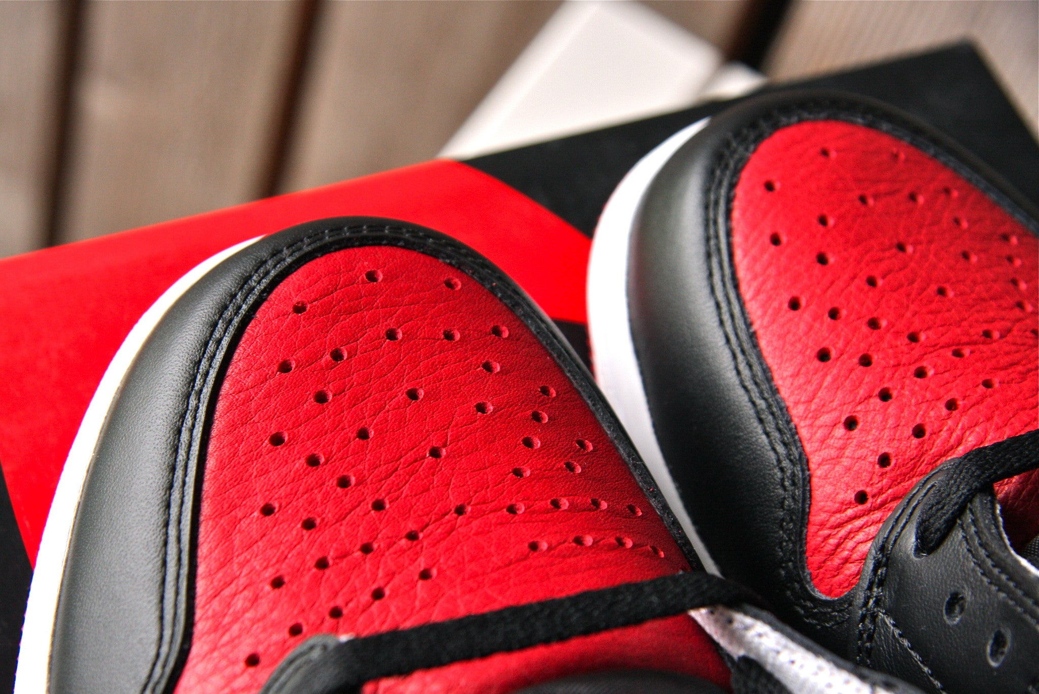 Air Jordan 1 Retro OG High (Bred)