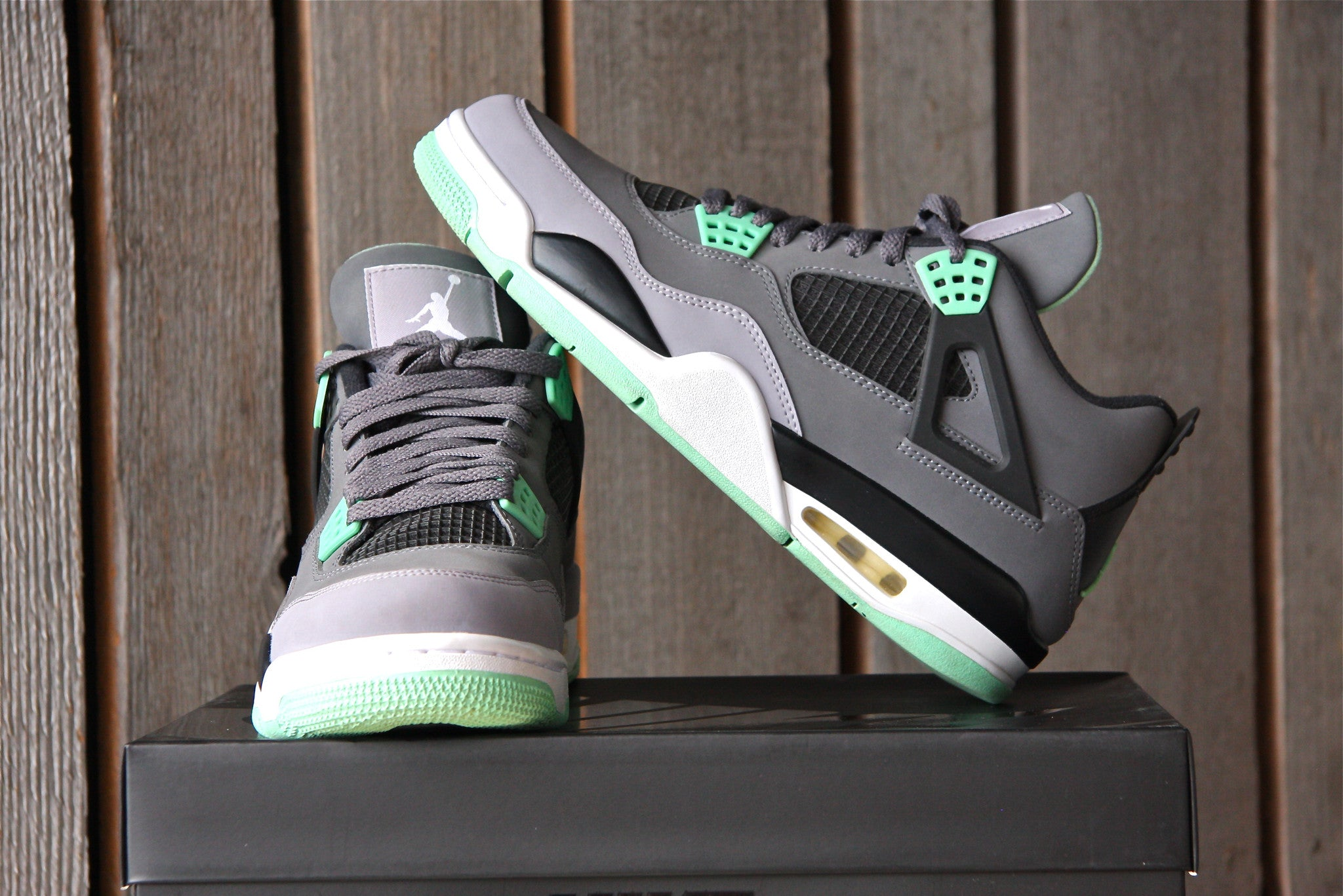 Air Jordan 4 Retro (Green Glow) VNDS