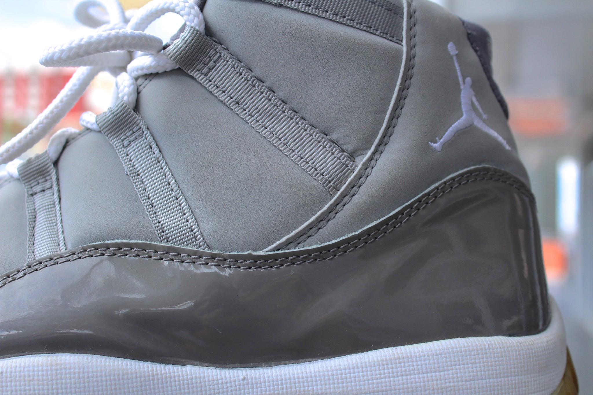 Air Jordan 11 Retro 2000 (Cool Grey)