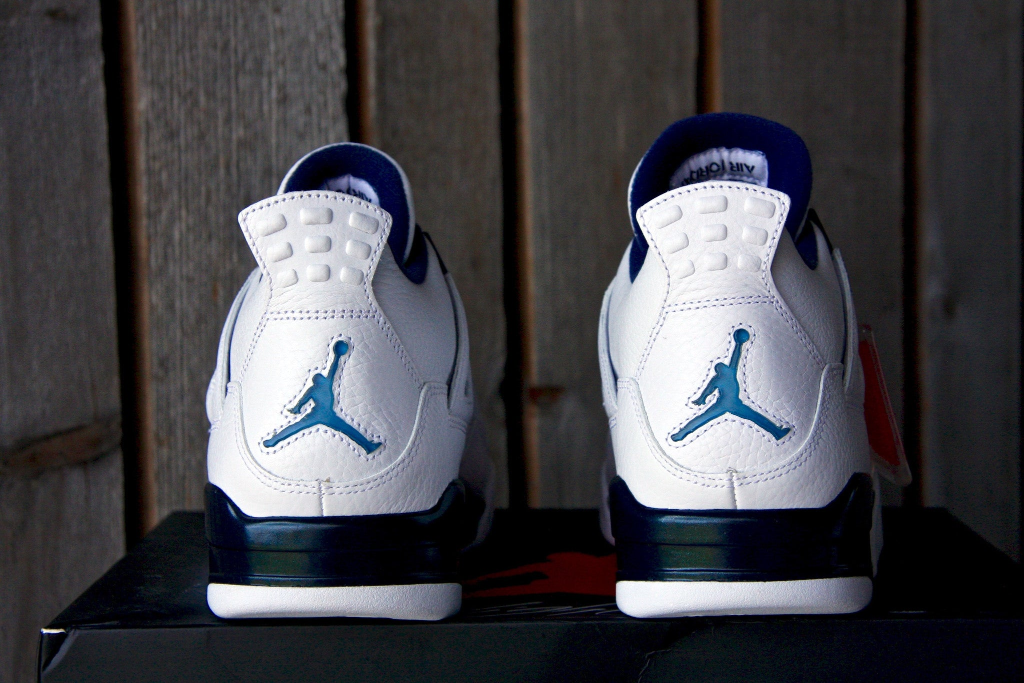 Air Jordan 4 Retro (Columbia)