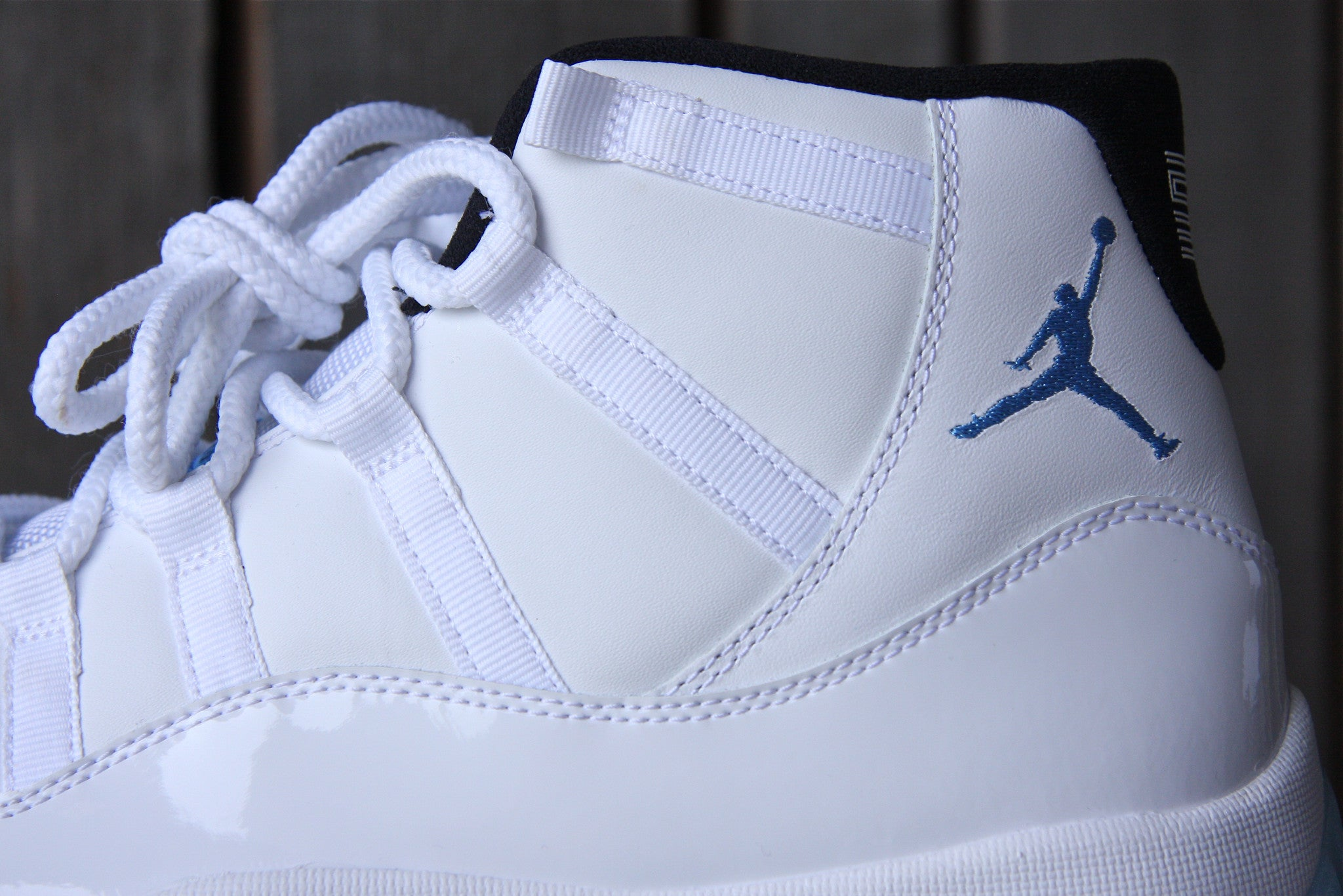 Air Jordan 11 Retro (Legend Blue)