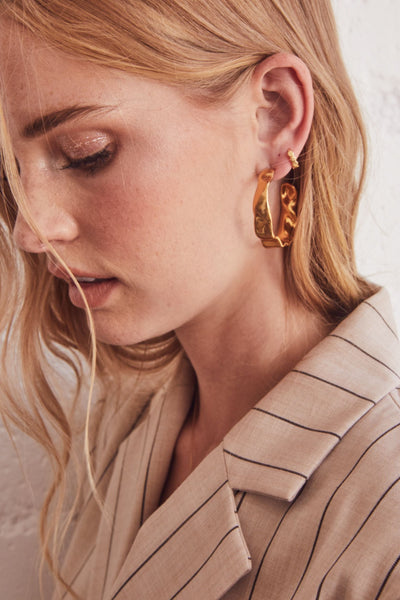 Holland Hoop Earrings in Vintage Gold Metal