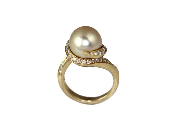 Golden South Sea and Diamond Ring
